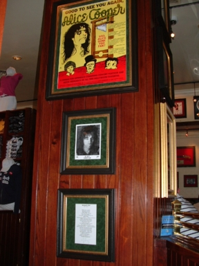 Hard Rock Cafe Barcelona 29 Alice Cooper.jpg