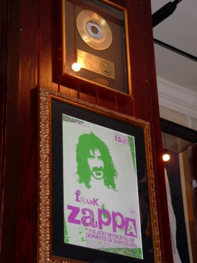 Hard Rock Cafe Barcelona 30 Frank Zappa.jpg