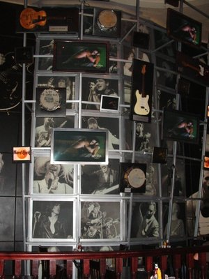 Hard Rock Cafe Paris 02 Wall.jpg