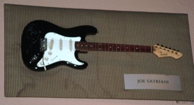 Hard Rock Cafe Paris 09 Joe Satriani.jpg