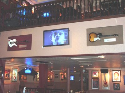 Hard Rock Cafe Paris 13 Hall.jpg