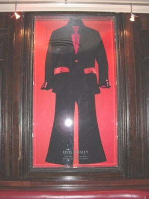 Hard Rock Cafe Paris 20 Elvis.jpg