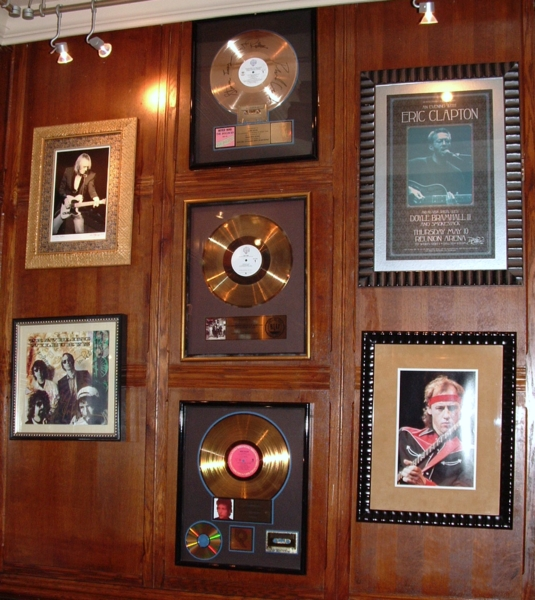 Hard Rock Cafe Paris 32 Wall.jpg
