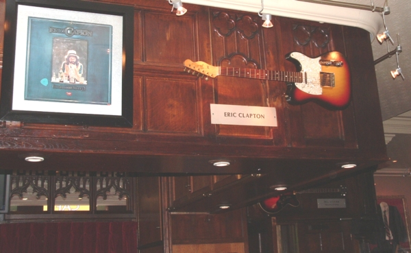 Hard Rock Cafe Paris 34 Eric Clapton.jpg