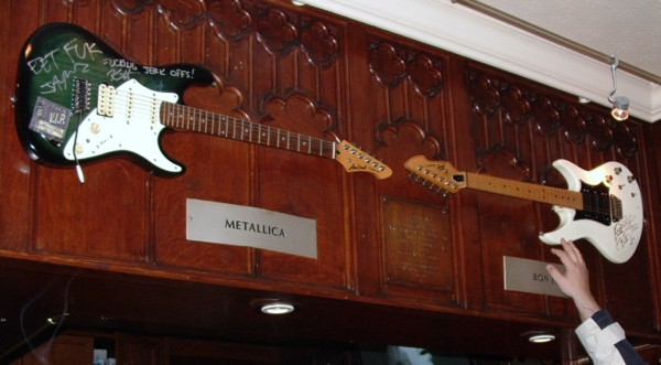 Hard Rock Cafe Paris 36 Metallica Bon Jovi.jpg