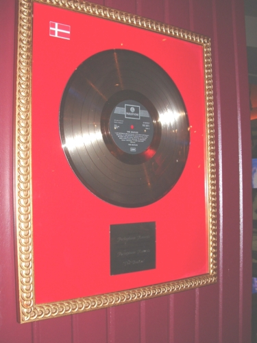 Hard Rock Cafe Paris 38 The Beatles.jpg