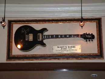 Hard Rock Cafe Barcelona 11 Martin Barre.jpg