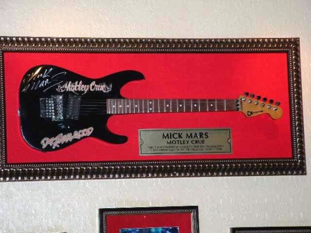 Hard Rock Cafe Barcelona 12 Mick Mars.jpg