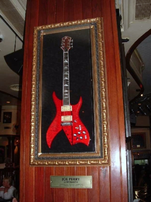 Hard Rock Cafe Barcelona 14 Joe Perry.jpg