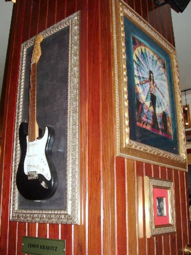 Hard Rock Cafe Barcelona 22 Lenny Kravitz.jpg